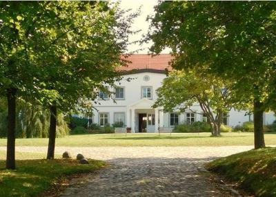 Relais & Chateaux Gutshaus Stolpe thumbnail