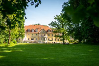 Das moderne Kloster Gut Saunstorf thumbnail