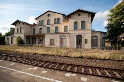 Bahnhof Grevesmühlen mit Nebengebäuden thumbnail