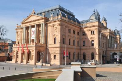 Mecklenburgisches Staatstheater GmbH thumbnail